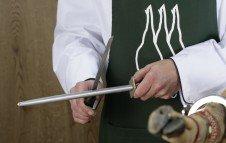 Affillage du couteau avec un fusil à aiguiser