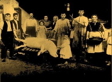 Photo de 1904: famille pendant le rituel de la 'matanza'